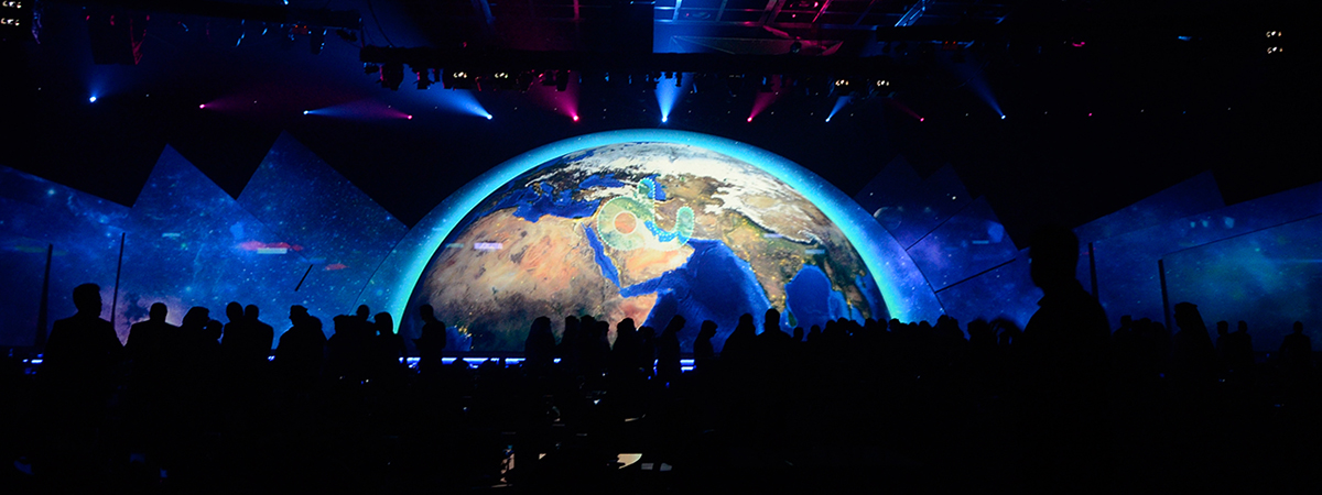 Led curtain trade show - Du Ceo Forum A Massive Layered Front Projection Surface