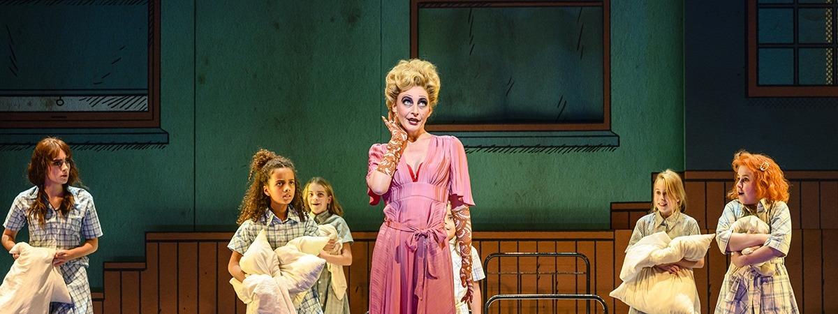 Annie, the musical - BackdropSoft - UV Printing - photo - Roy Beusker en Annemieke van der togt