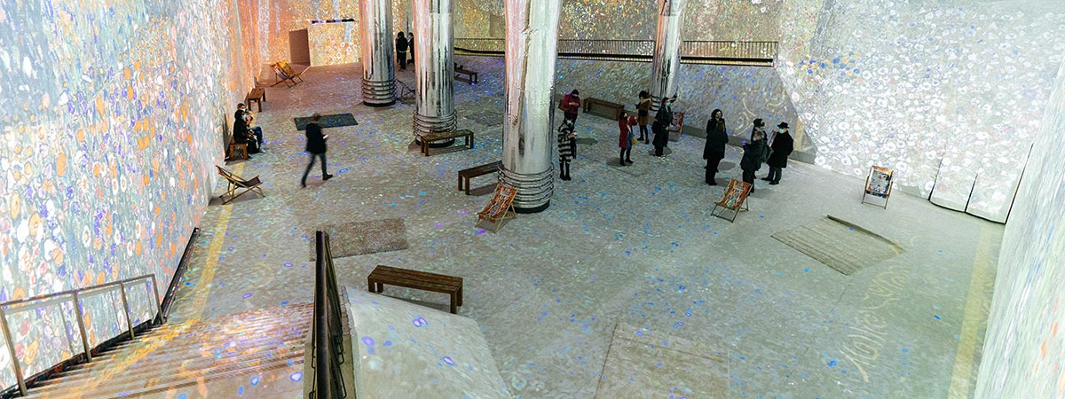 360 immersive projections of famous artworks in museums