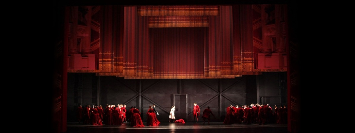Teatro Alla Scala ft an impressive mirror foil on wheels