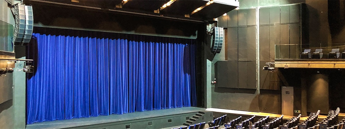 Y-Theatre - velvet curtain